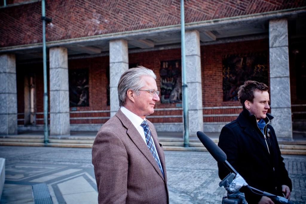 Fabian Stang under filminnspillinga utenfor Rådhuset.
