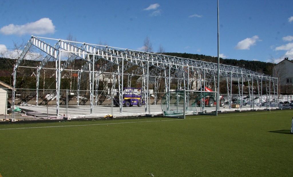 Hallen begynner å ta form på Grefsen Stadion - i mai skal den være helt oppe.