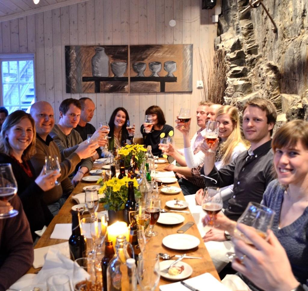 VISE ORD: - Gå til glasset med din glede, ikke med din sorg, sier Persen om en aften som nytes av godt øl og godt måltid. FOTO: Linn Therese Skulstad