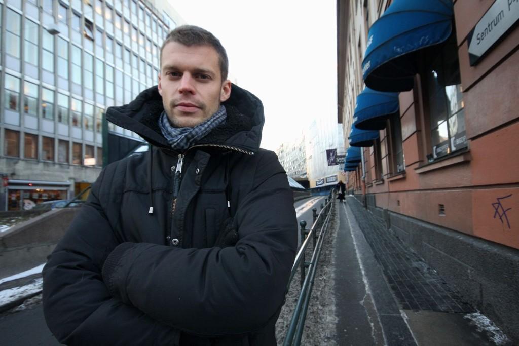 Bjørnar Moxnes (R) går natteravn sammen med flere Oslo-politikere i kveld. Han mener mannlige politikere må være tydelige på at Oslos gater skal være et trygt sted for kvinner å ferdes.