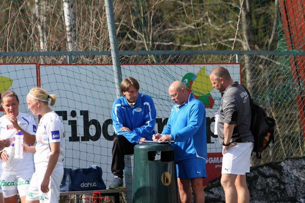 LGT lå under 9-0 til pause mot Røa og Glenn Kleven hadde en formidabel jobb foran seg.