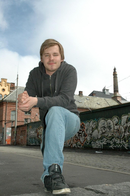 BESTEMT: Det politiske engasjementet til Fredrik V. Sand startet da han drev med hip hop på ungdomsklubben i tenårene. Fortsatt er det ungdoms rettigheter som opptar Rødts førstekandidat til bydelsutvalget i Nordre Aker aller mest.  Foto: Karl Andreas Kjelstrup