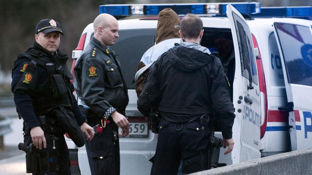 Politiet anholdt to personer i Åsane etter at de ble observert med en våpenlignende gjenstand tirsdag kveld.