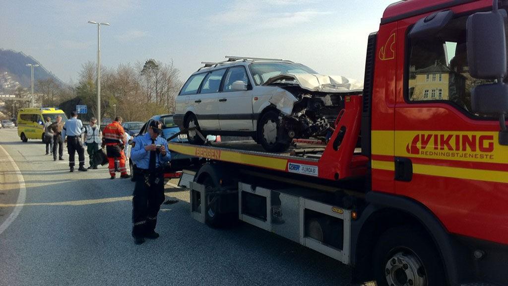 To biler krasjet på motorveien, nordgående kjøreretning, like ved avkjøringen til Gamle Bergen.