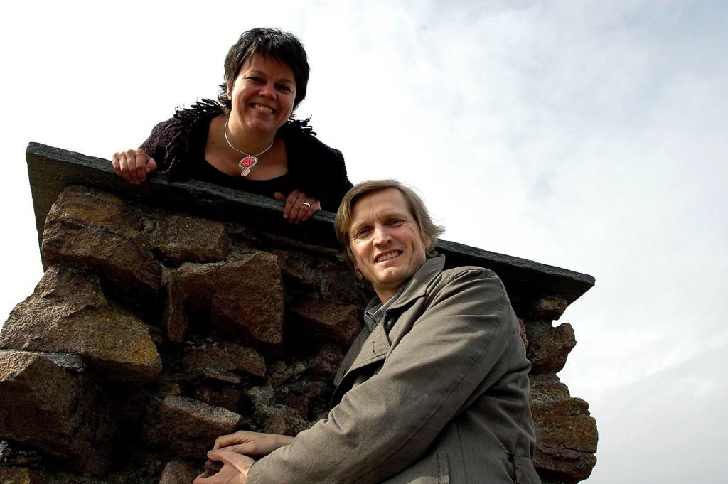 Stine Frøystadvåg overlater ledervervet i Maridalsspillet til Ronny Fagereng, som selv har vært medvirkende i spelet siden 2003. Her er de to i Margaretakrikeruninene i Maridalen, hvor historien utspiller seg.
