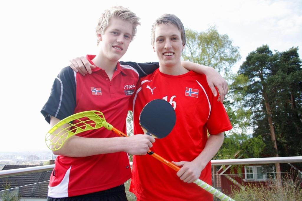 Både Espen (15) og Anders Flaglien (18) representerer Norge i henholdsvis bordtennis og innebandy.