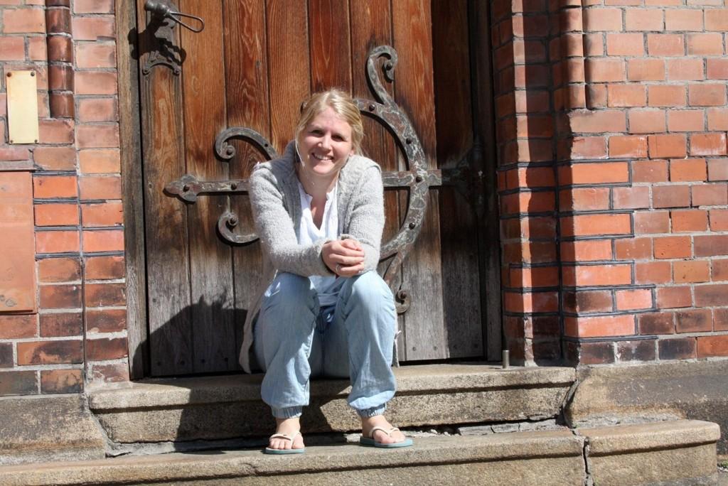 Anestesisykepleier Kristin Holte Norberg nyter vårsola etter travle og spennende måneder i Abyieie i Sør-Sudan for Leger Uten Grenser