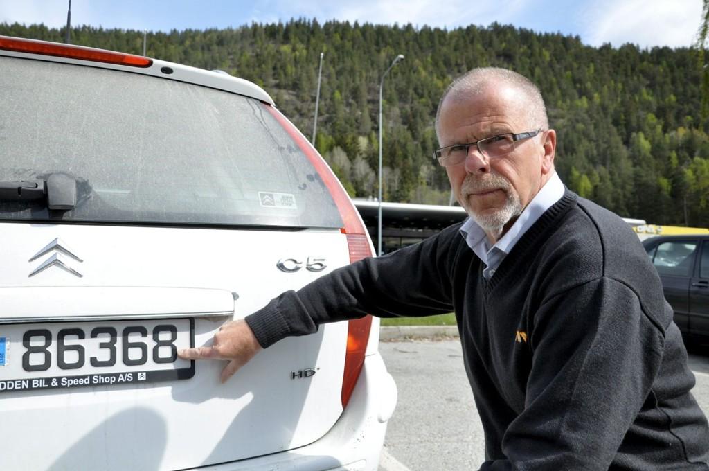 DITT ANSVAR: – Se på det siste tallet, det avgjør når du skal inn til EU-kontroll, sier Harald Torjussen.