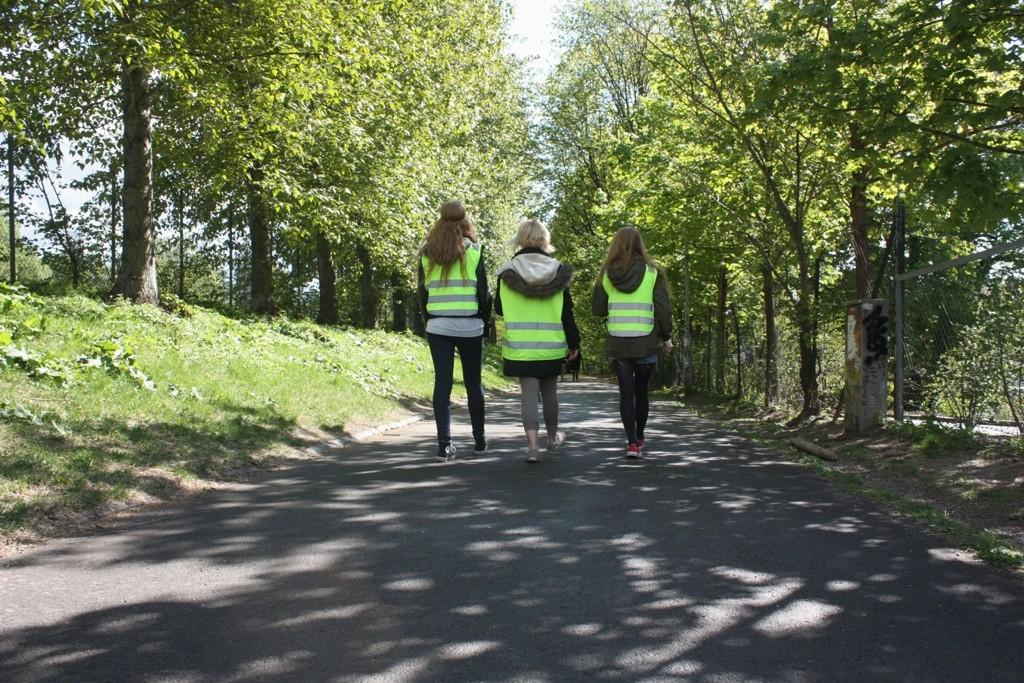 For fjerde helg på rad gikk venninnene Susanne Wagner (20), Lisa Arntsen (21) og Thea Schill (21) patrulje i Oslos gater. Blant annet tilbyr de seg å følge jenter som går alene, hjem.