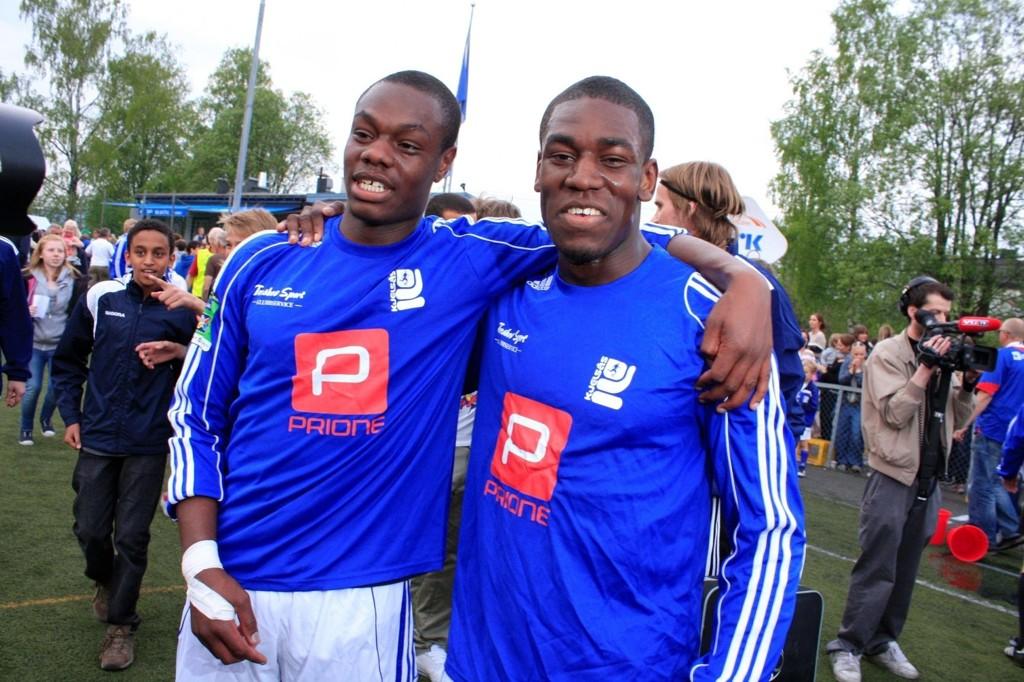 Babs og Jimi Akinyemi hadde god grunn til å smile etter 2-1-seieren over Vålerenga på Grefsen stadion onsdag kveld.