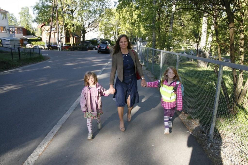 Katrine Sundbye frykter at yngstedatteren Ylva (4) må gå på Nordstrand skole og dermed får en langt farligere skolevei enn storesøster Miriam (6) som går på Munkerud skole.