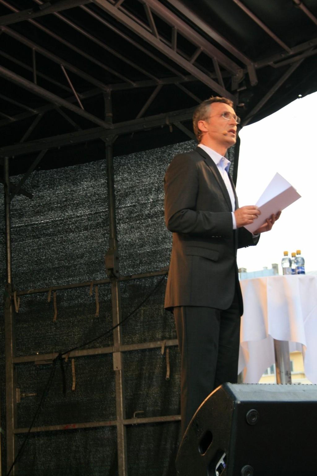 Jens Stoltenberg hyllet Grete Waitz og kalte henne en legende.