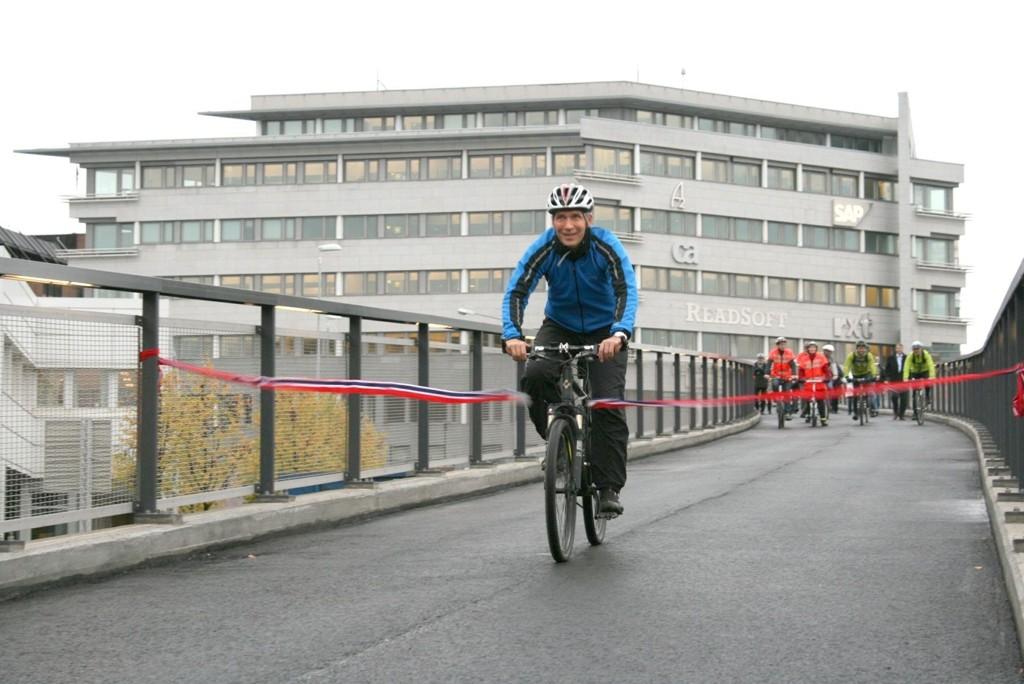 Afrodisium for voksne damer, mener Kristin Sandaker (Ap) om en syklende Jens Stoltenberg. Hun vil ha bedre sykkelforhold, og ber statsministeren se til Danmark.