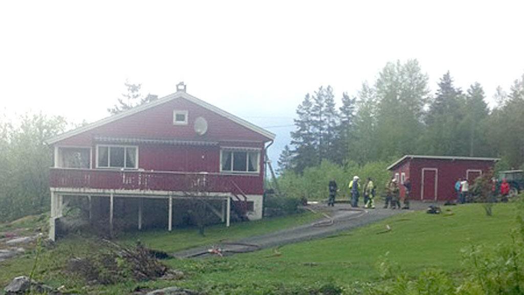 Det var dette huset som tok fyr etter et lynnedslag i Telemark torsdag.