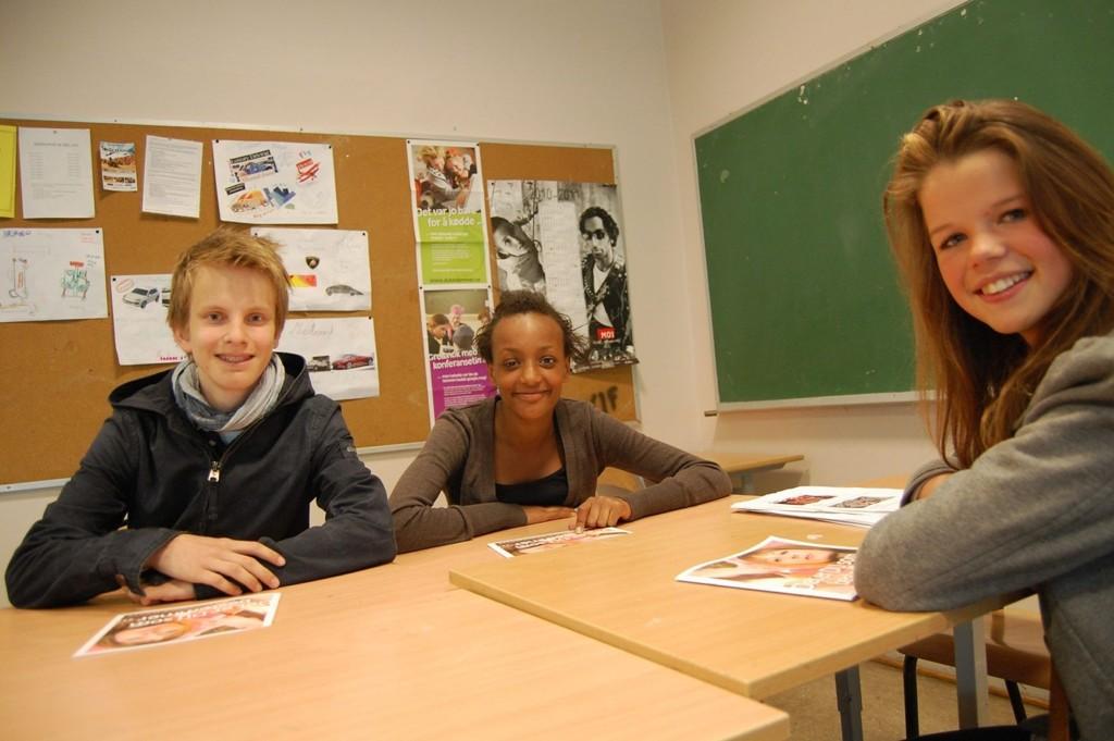 Nini Johanne Torp Nilsen, Agnes Hellstenius og Lars Røed Bessesen liker nettvettundervisningen de får på skolen, og sier selv at de tenker mer over hva de skriver og legger ut på nettet.