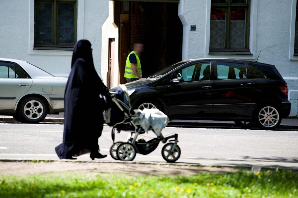 Frp ønsker å forby hijab i barnehager, SFO og barneskoler.