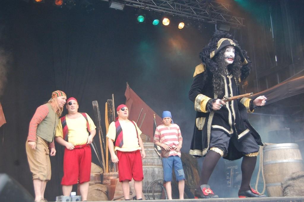 Kaptein Sabeltann kom fra det åpne hav og holdt røverhoff midt i Oslo.