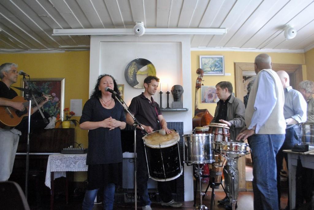 Alfredo Besa med band var blant de mange som sørget for at de sjette kulturdagene på Amaldhus ble en suksess.
