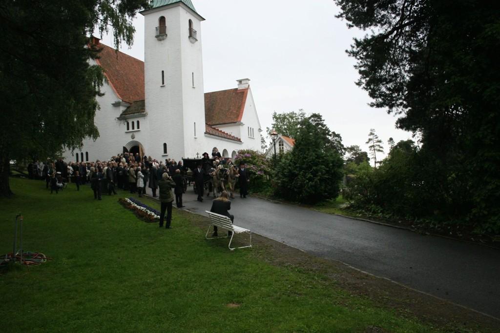 BEKKELAGET: Begravelsen ble holdt i Bekkelaget kirke, før kisten ble fraktet til Nordstrand kirkegård. KLIKK PÅ BILDET FOR Å SE NESTE BILDE