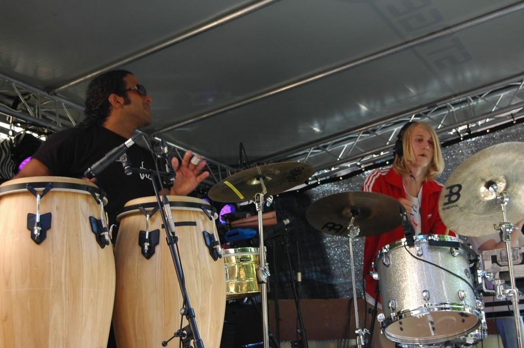 Mathias Stubø med band var et av trekkplastrene under Musikkfest 2011. Her på Dattera til Hagen, en av de 30 scenene.