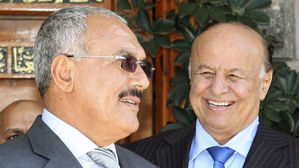 HAR TATT OVER: I president Salehs, til venstres, skadefravær, skal visepresident Abd-Rabbu Mansour Hadi ha tatt over styringen i landet. Her sammen på et bilde fra februar i år.