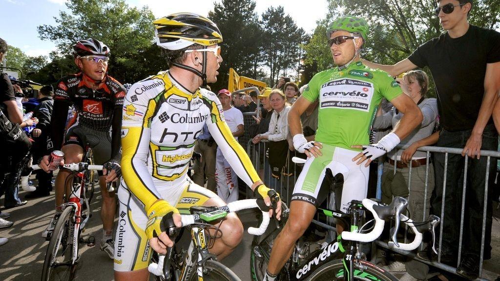 Mark Cavendish og Thor Hushovd (grønn trøye) diskuterer etter målgang.