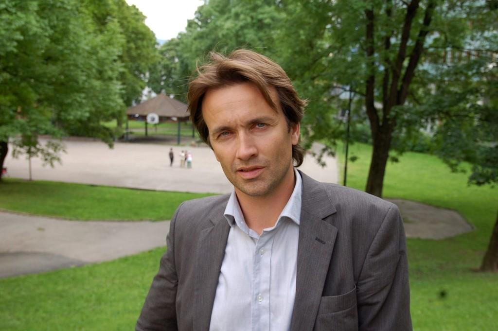 Barneombud Reidar Hjermann vil at de voksne skal snakke med barna om traumatiske hendelser og ikke prøve å skjule sannheten.