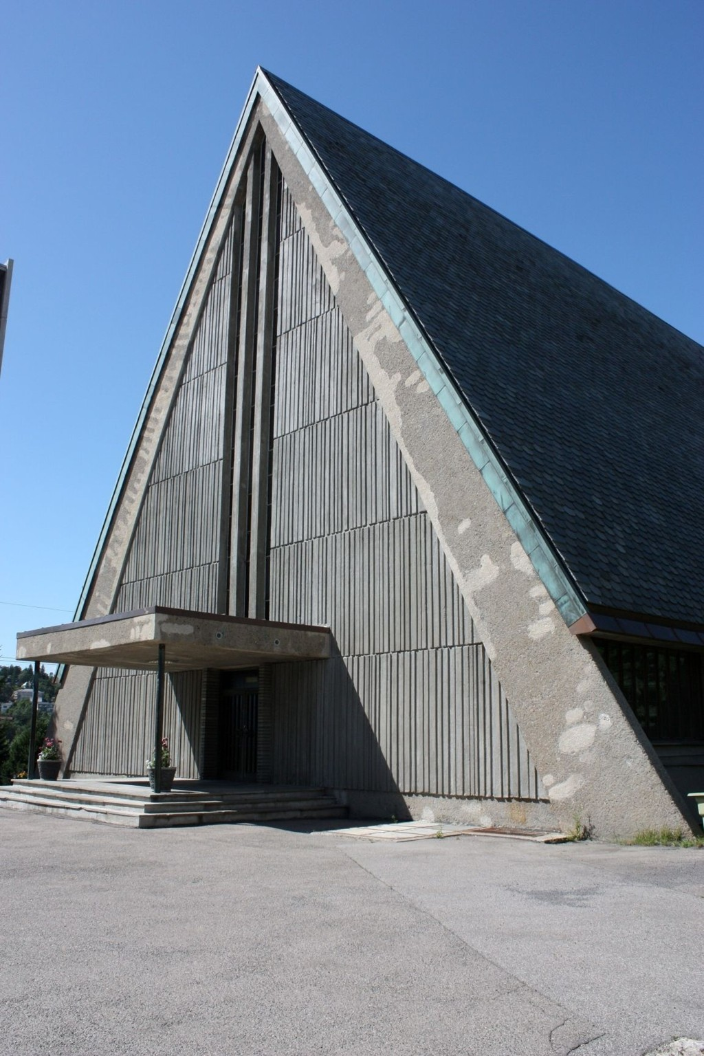 Restaurert: Manglerud kirke ble restaurert i fjor, men fasaden ser ikke helt bra ut.
