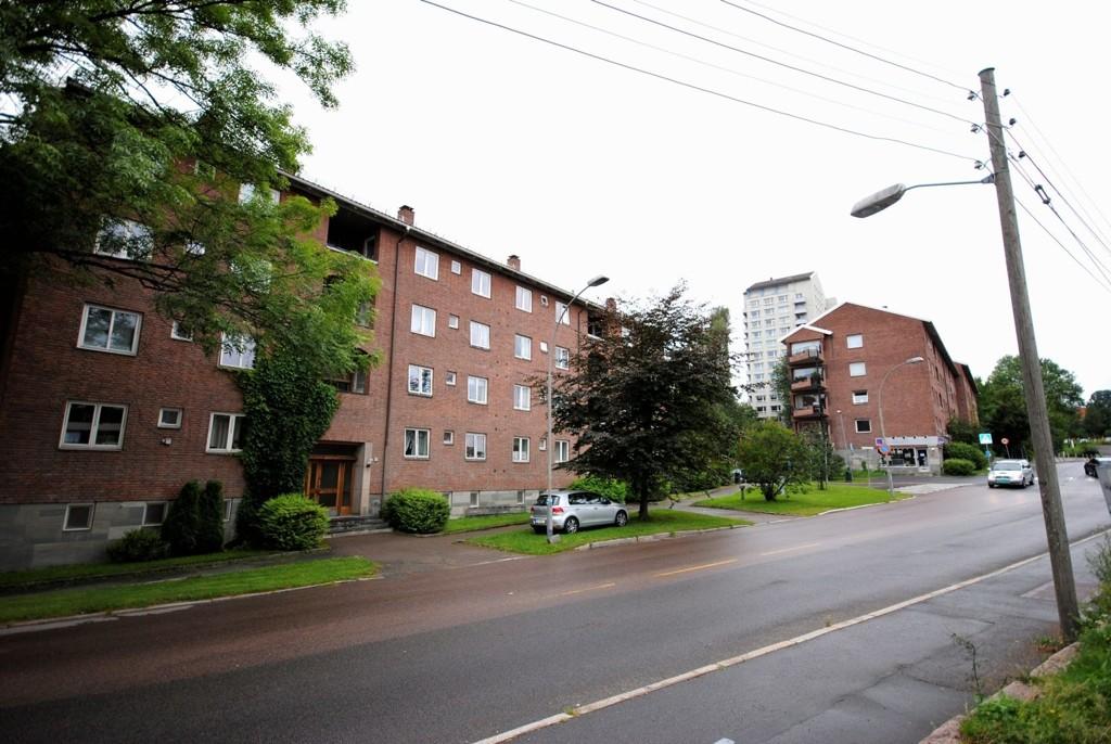 PÅ HOFF: Beboerne på Hoff har hatt Anders Behring Breivik midt i blant seg i mange år, uten å vite hva han pønsket på.