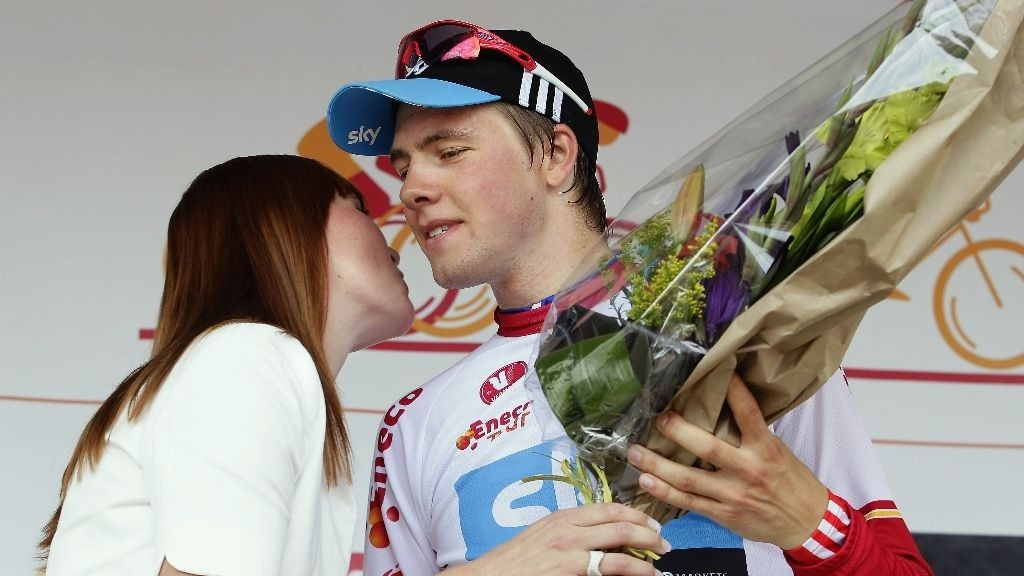 HVA TENKR DU PÅ HER, EDVALD: Geraint Thomas søkte etter date for Edvald på Twitter i forbindelse med banketten etter Tour de France. Kanskje denne podiumjenta var interessert?