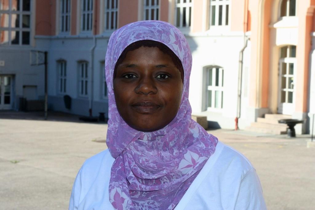 Faridah Shakoor bor ikke i skolens nærområde, men velger likevel å sende barna til Tøyen skole.