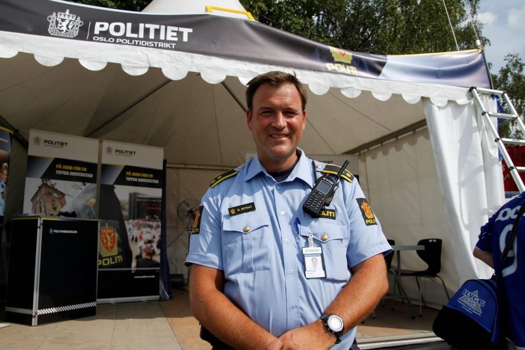 AKSJON SKOLESTART: Morten Østraat og Manglerudpolitiet er klare til Aksjon skolestart. De neste ukene skal politiet være til stede ved de fleste skolene i vårt området.