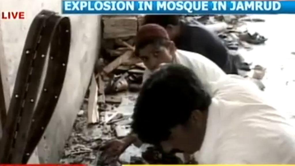 EKSPLOSJON: En moské i Pakistan ble fredag rammet av det som trolig var en selvmordsbomber.