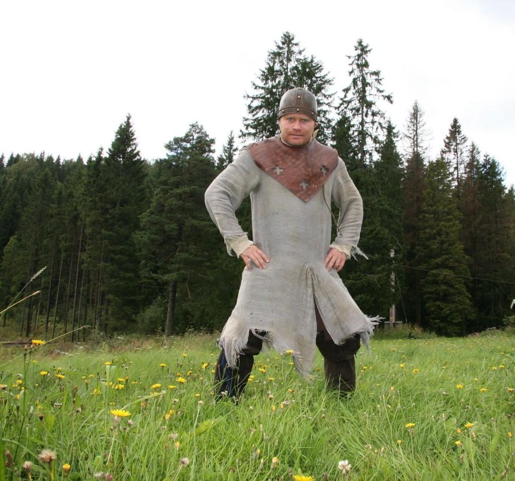 ridder: Skuespiller Edward Schultheiss spiller ridder i NRKs nye satsning til neste jul: Julekongen, med innspilling fra blant annet skogene ved Trollvann.