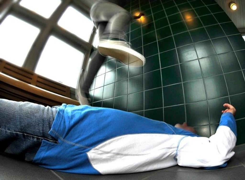 HOPP: Den såkalte «hoppemannen» har fått et solid forelegg for sine aktiviteter i Fredrikstad i fjor sommer.