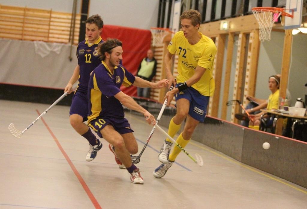 Stoppet:Ole Mossin Olesen (venstre) og Tunet stoppet Stian Thorsen og Bækkelaget i seriepremieren.