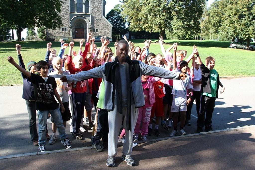 STARTSKUDD: Vålerenga var første skole ut i den lange løpeturen for jenter. 25. september stiller Team Long Run på Oslo Maraton.