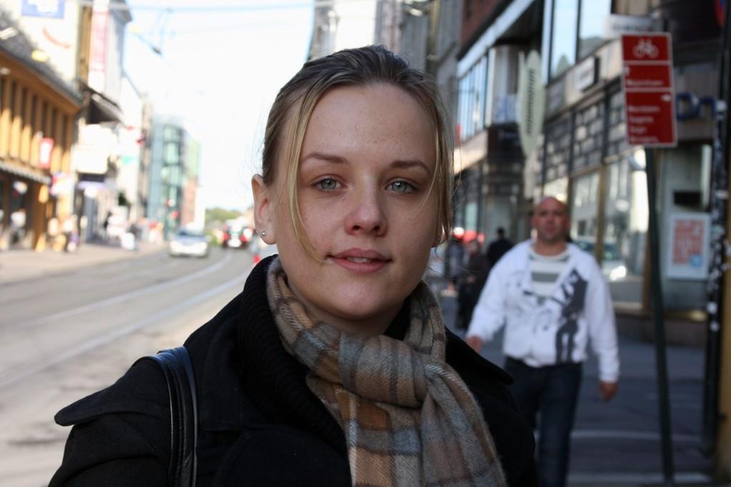 MOTSTANDER: – Den offentlige kommunikasjonen er for dårlig og jeg syns det er deilig å kjøre bil, sier Cecilie Siljeholt (25) fra Homansbyen.