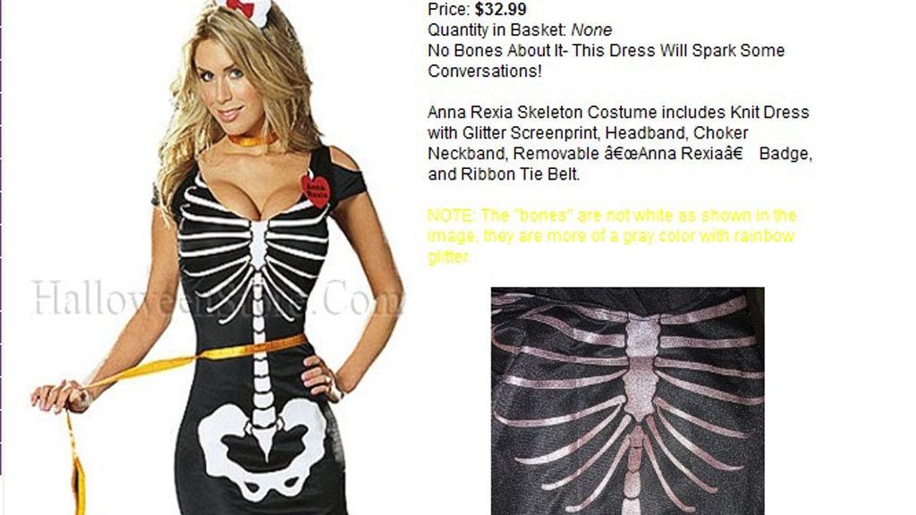 ANNA REXIA-kostymet kommer blant annet sammen med et belte som ser ut som et målebånd.