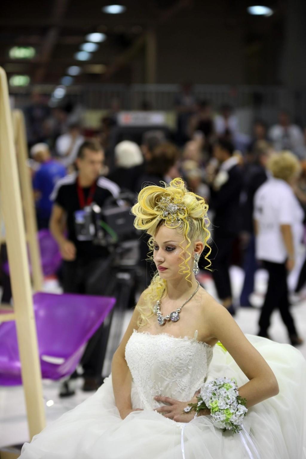 Brudefrisering er en av stilartene i VM i frisering som gikk av stabelen i Milano tidligere i september.
