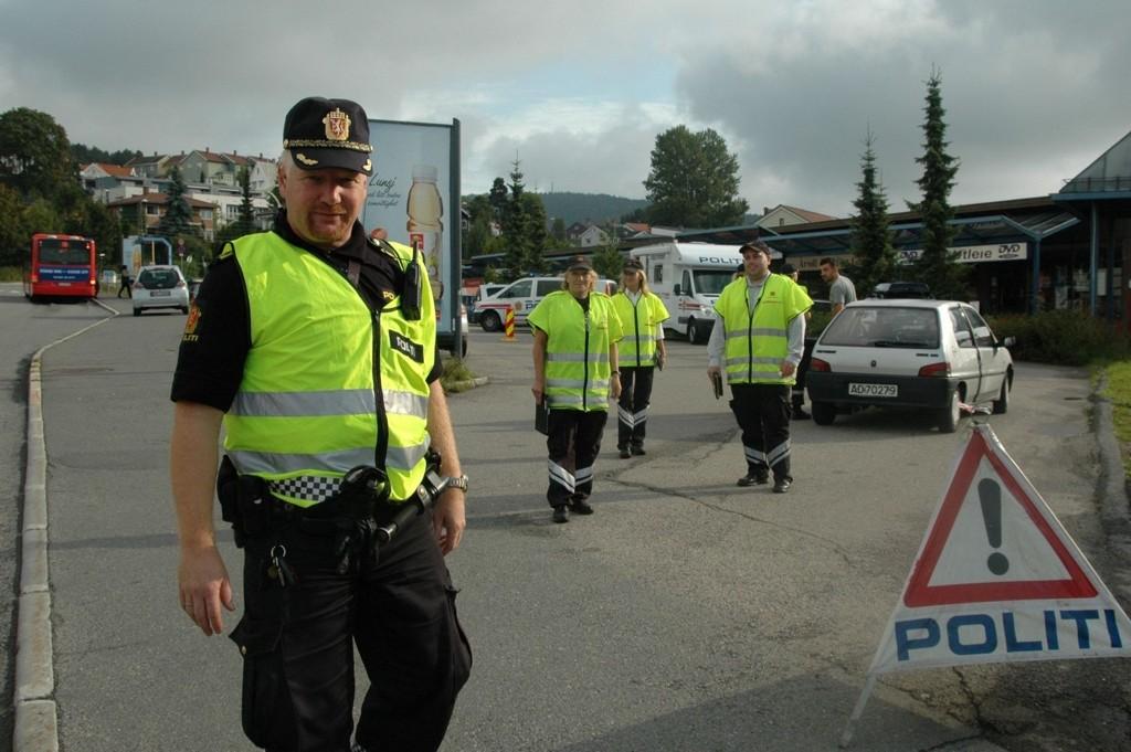 Tar tak: Trafikkansvarlig ved Stovner politistasjon, politioverbetjent Stig Tonsjø, forteller at flere bilførere har blitt pågrepet med våpen og narkotika i bil. Bildet er tatt ved en tidligere kontroll. ARKIVFOTO