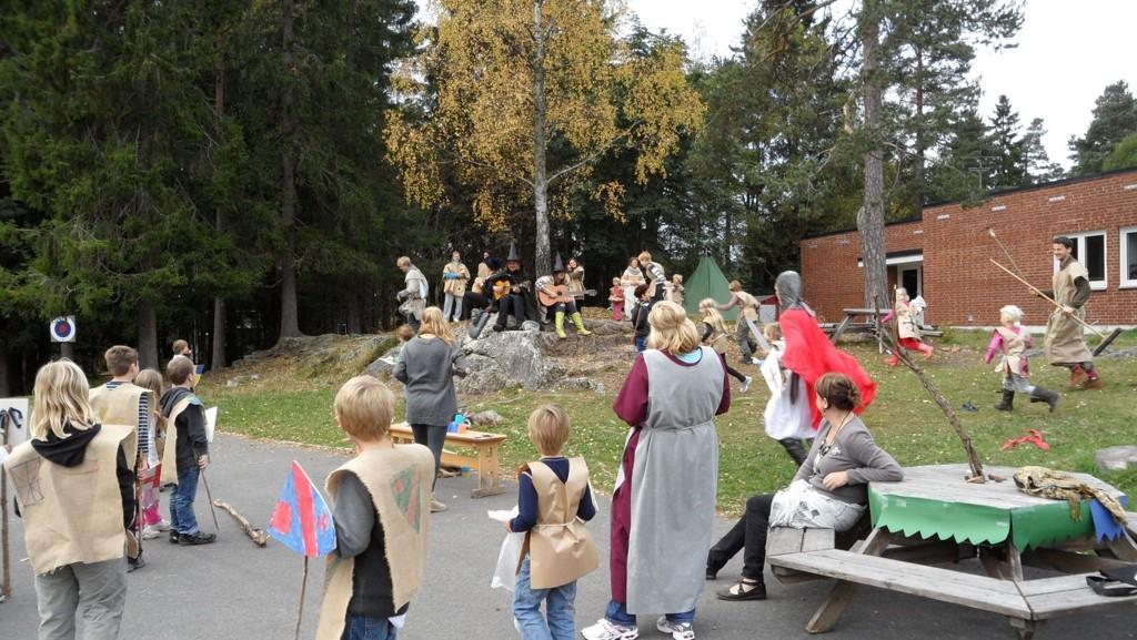 MIDDELALDER: Mye middelaldermorro på aktivitetsskolen på Korsvoll, i høstferien.