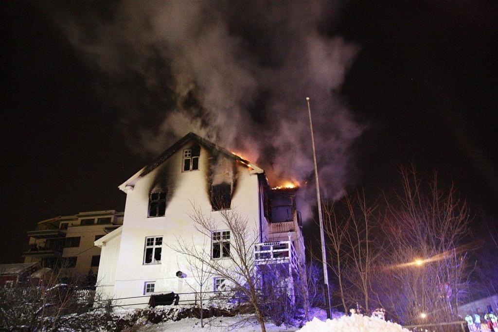 BRANN: Fire personer ble sendt til sykehus etter brannen i Hasleveien i februar. En av beboerne er tiltalt for uaktsom ildspåsettelse.