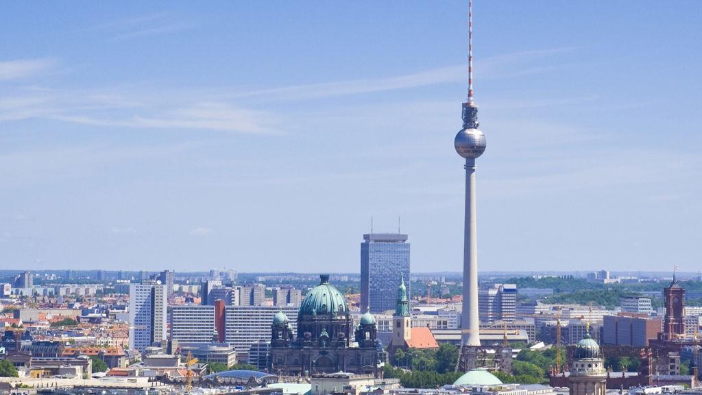 Fjernsynstårnet i Berlin rager over resten av byen og her kan du få god utsikt.