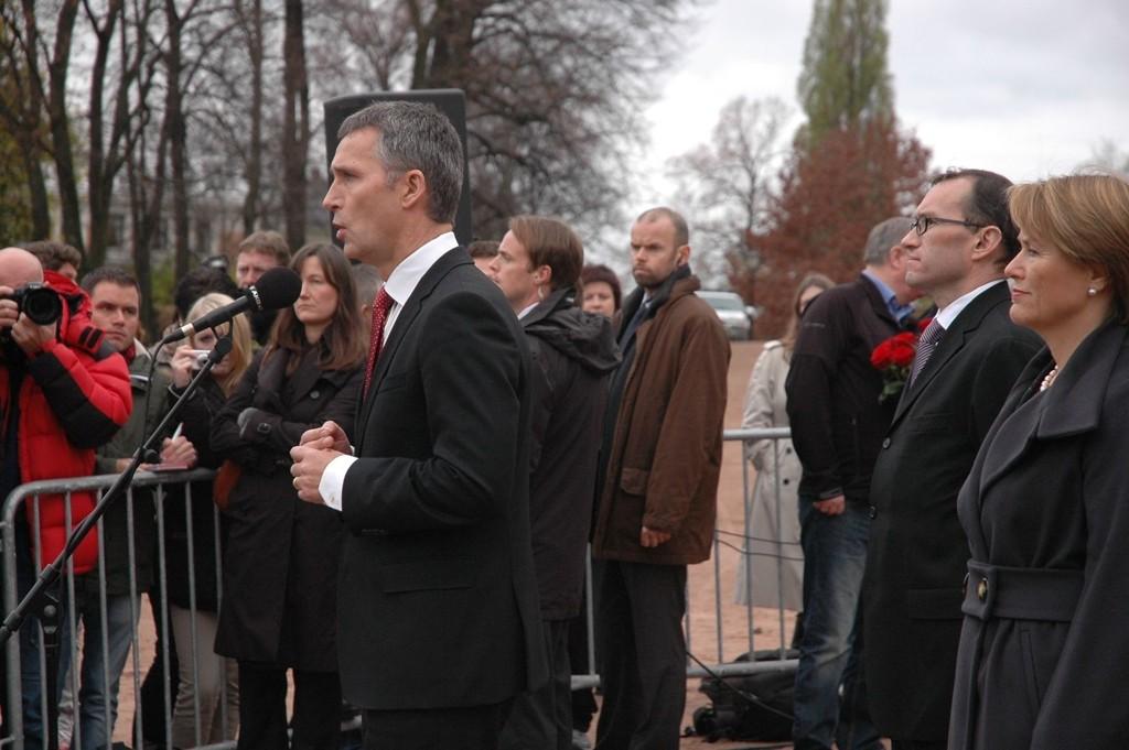 Statsminister Jens Stoltenberg informerte om Knut Storbergets avgang i dag. Stoltenberg ba Storberget sitte til etter 22. juli-redegjørelsen torsdag.