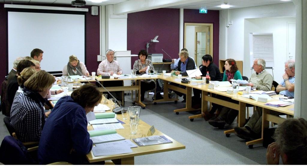 første bU-møte: Det nye bydelsutvalget møttes torsdag. Politikerne diskuterte blant annet økonomi, barnehager og lokalbibliotek.