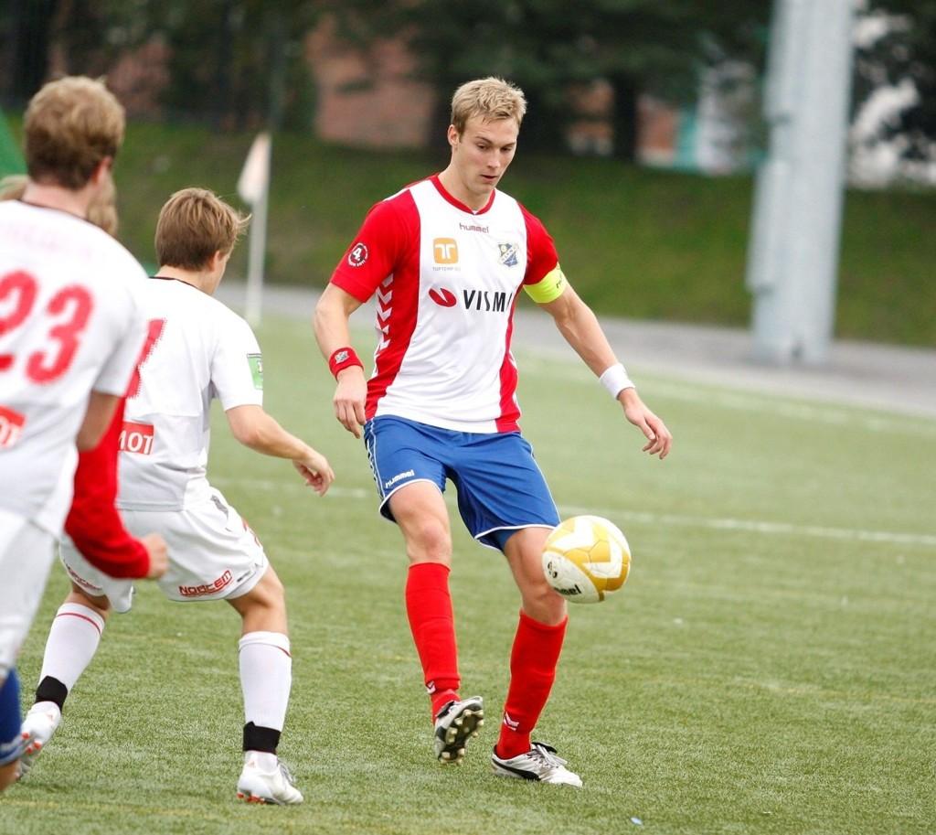 SENTRAL SPILLER: Lyn-kaptein Mads Dahm (24) var viktig for klubben i 4. divisjon. I 2012 blir den tidligere Tippeliga-stopperen enda viktigere.