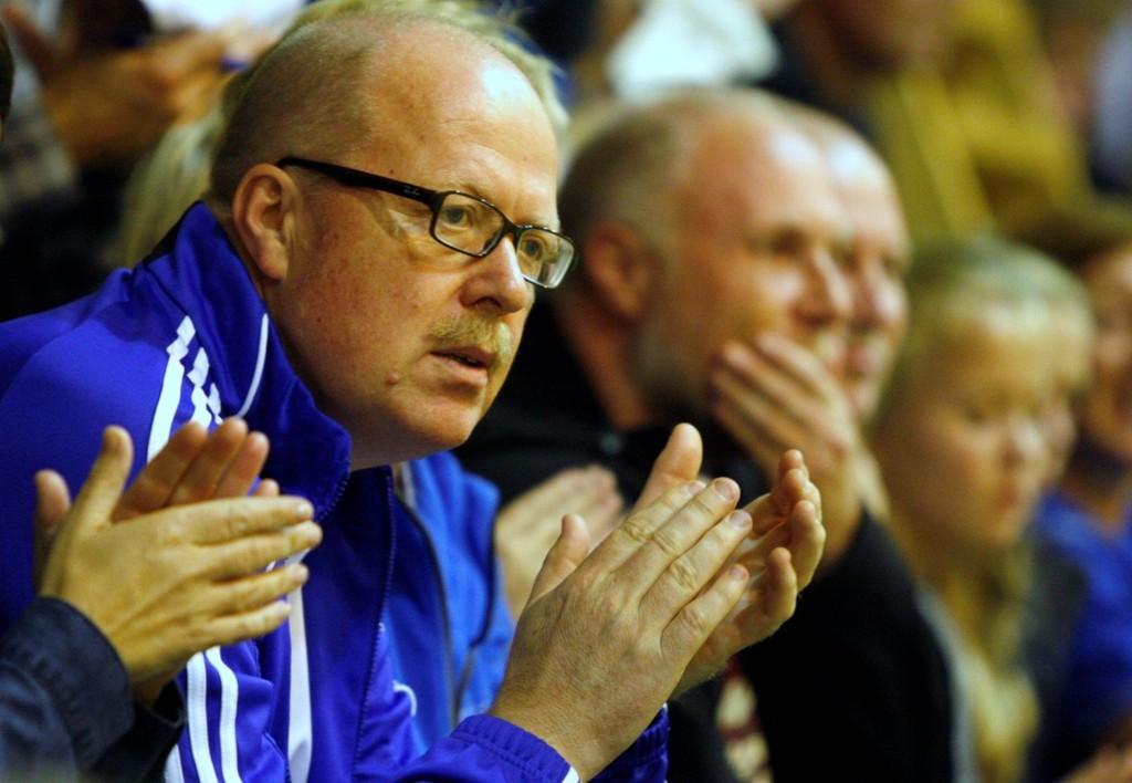 OVER OG UT: Bjørnar Allgot har trukket seg som styreleder i Oppsal Håndball. Her på damekamp i Nordstrandhallen i høst.  Foto: Anders Halvorsen