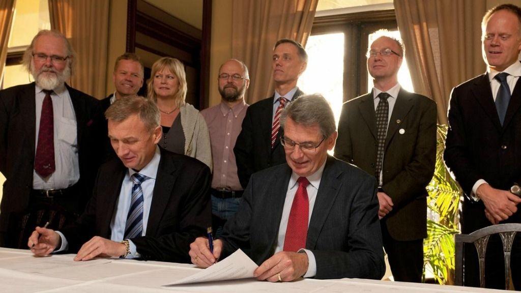 Samarbeidsavtalen ble undertegnet av konsernsjef Jon Erik Reinhardsen i PGS og generalsekretær Øivind Andersen i Det Norske Videnskaps-Akademi.