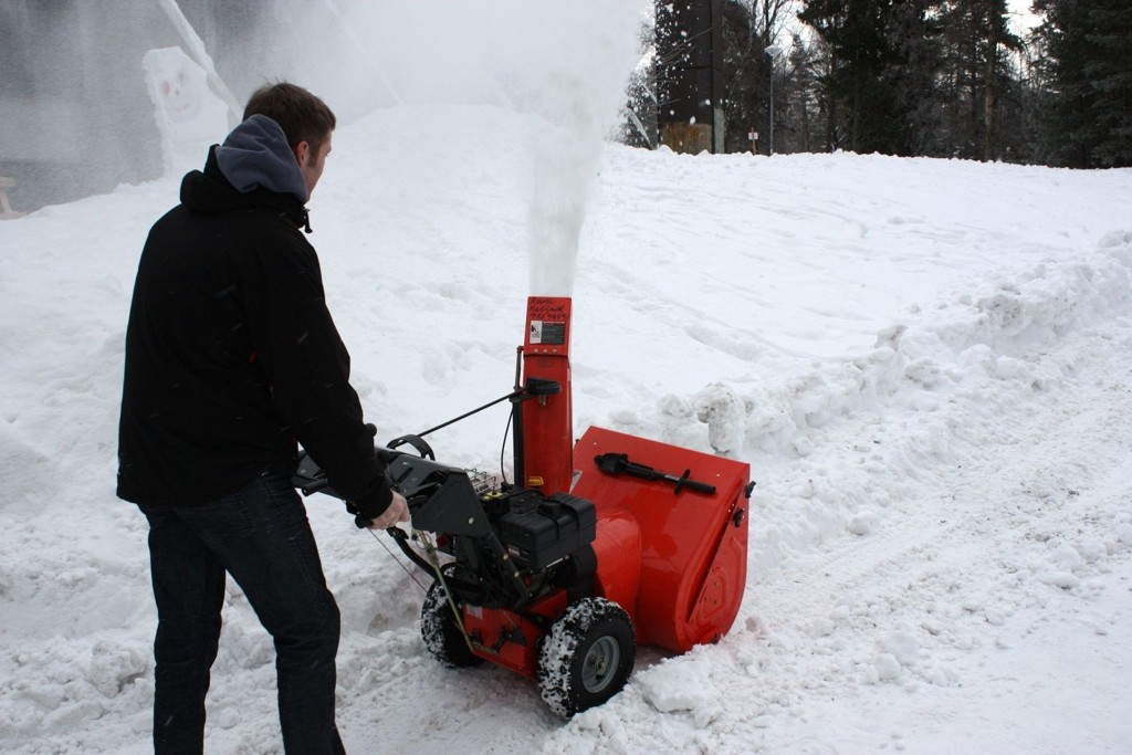 ADVARER: Politiet advarer nå mot snøfreser-tyver. Mange fresere forsvant i fjor.